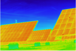 Imagen termográfica de paneles solares